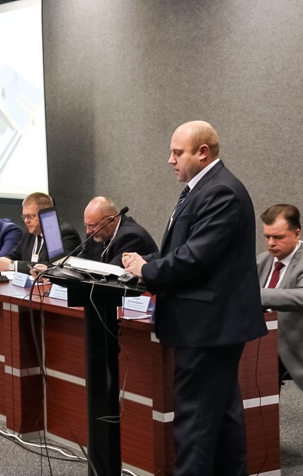 Д.В.Никитин ( заместитель директора Департамента станкостроения и инвестиционного машиностроения Министерства промышленности и торговли РФ)